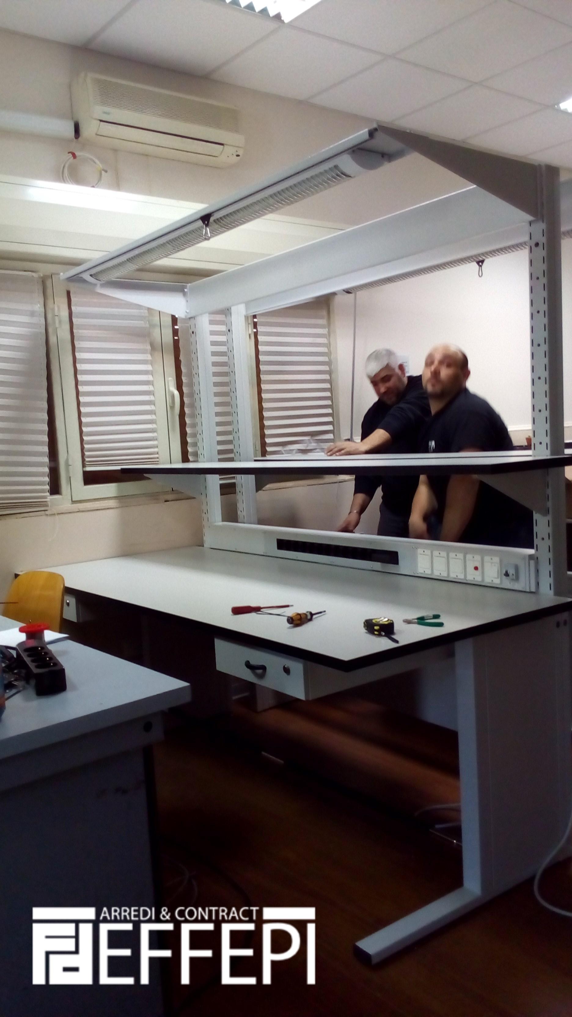 Consegna banchi laboratorio elettrificati effepi arredi for Arredi da laboratorio