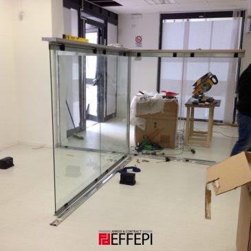Montaggio pareti divisorie in vetro by Estel e arredi Colombini