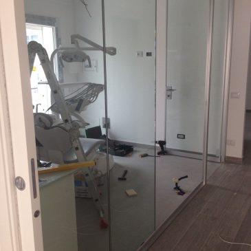 Montaggio pareti divisorie in vetro per Studio Odontoiatrico