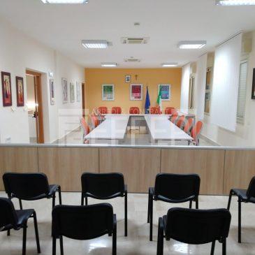Fornitura e montaggio Arredi Sala Consiliare presso Comune